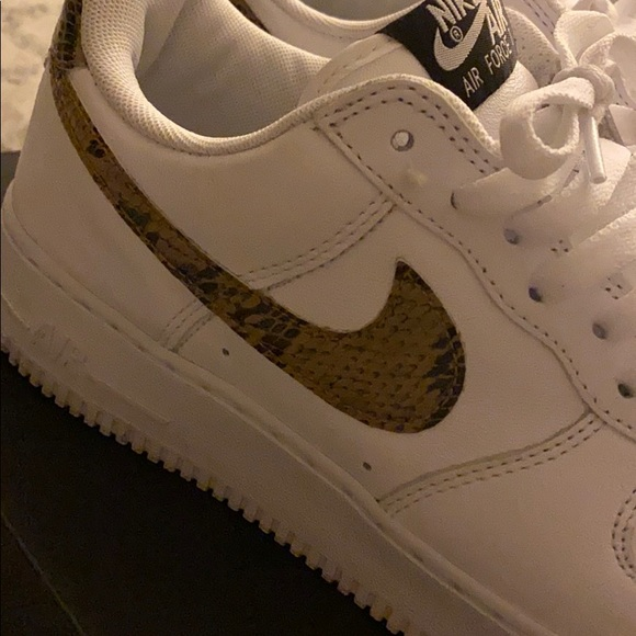 Nike Air Force 1 Low Retro PRM QS comes with socks